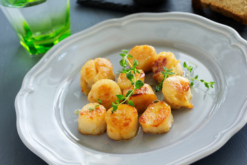 Scallops fried in cream sauce with herbs.