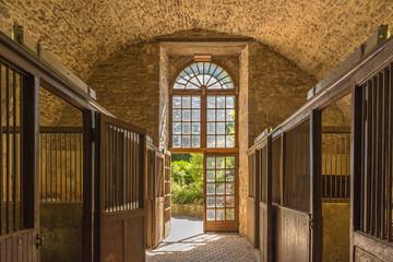 écuries anciennes du château de Pompadour