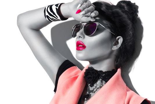 Beauty fashion model girl black and white portrait, wearing stylish sunglasses