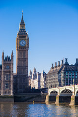 Photo sur Plexiglas Londres Big Ben and the Houses of Parliament on the River Thames in the City of Westminster in London England