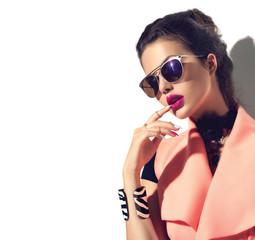 Beauty fashion model girl with brown hair wearing stylish sunglasses