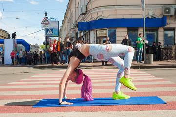 Girls make yoga