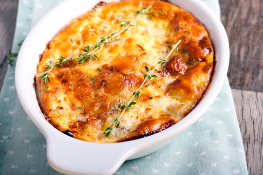 Cheese, thyme and fruit soufflé