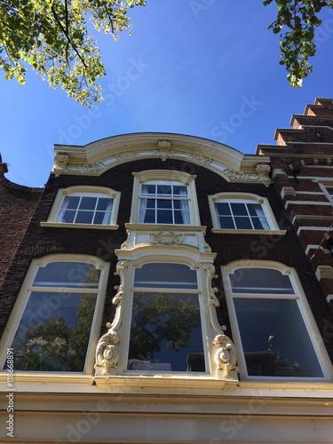 Bella facciata di una casa olandese delft olanda - Facciata di una casa ...
