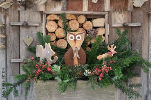 weihnachten drau en dekoration mit holz figuren. Black Bedroom Furniture Sets. Home Design Ideas