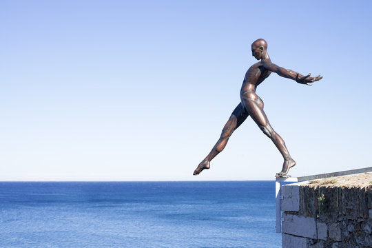 man woman. bronze sculpture in Antibes.