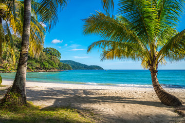 Mooi tropisch eilandstrand, Koh Kood-eiland Thailand - Reis de vakantieconcept van de zomer