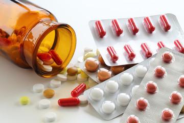 Medikamentenverpackung früher und heute