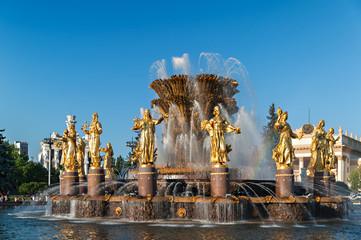 Москва, Россия. ВДНХ, фонтан Дружба народов.