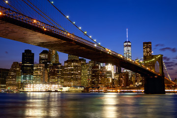 Poster de jardin Bestsellers Brooklyn Bridge in New York City Manhattan at dusk
