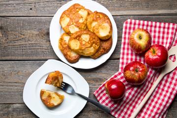 Pyszne domowe racuchy z jabłkami