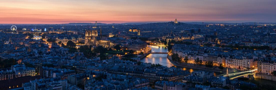 Paris Rive Droite au coucher du soleil