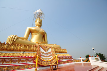 gold buddha image in thailand