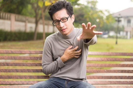 Man has chest pain at park
