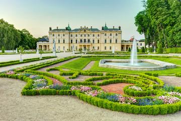 Obraz Ogród w Pałacu Branickich Białystok Polska - fototapety do salonu