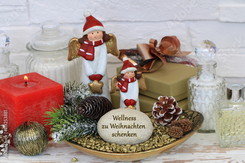 wellness zu weihnachten schenken stockfotos und. Black Bedroom Furniture Sets. Home Design Ideas