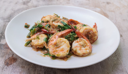 Spicy fried shrimp with basil