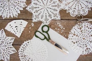 Papier-Schneeflocken basteln