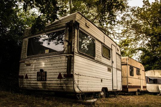Caravane vintage, dans son jus, vielle caravane