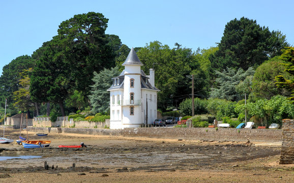 Brittany, little white castle along the Gulf of Morbihan