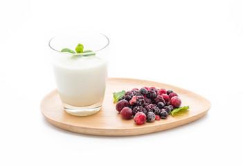 yogurt with mixed berries