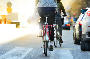 Fototapete - Close up of bike and bicyclist in traffic
