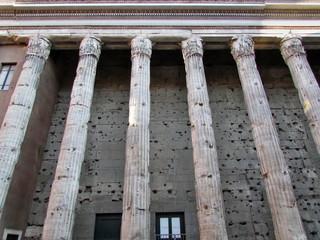 Roma. Colonnato del Tempio di Acriano