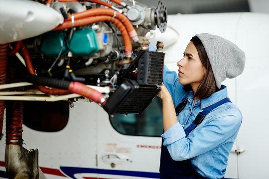 Repairing airplane motor