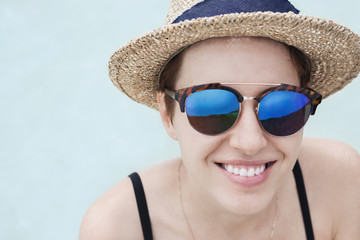Portrait of happy woman wearing sunglasses