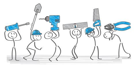 Handwerker mit verschiedenen Werkzeugen