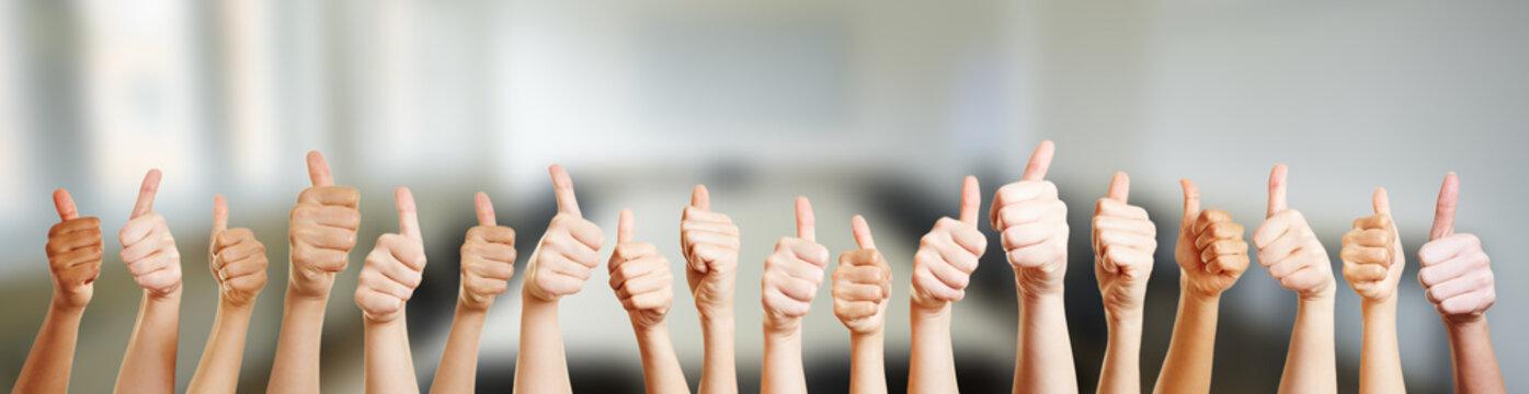 Hände mit Thumbs up Zeichen