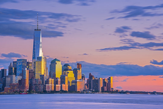 USA, New York, Manhattan, Lower Manhattan and World Trade Center, Freedom Tower across Hudson River