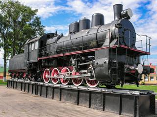 Барановичи, Беларусь - 3 августа 2016:На постаменте на барановичском вокзале стоит экспонат музея железнодорожной техники