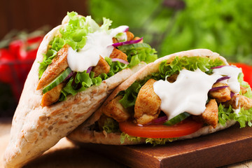 Pita salad with roasted chicken and vegetables, served with a de