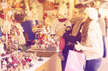 parents with child at  X-mas market