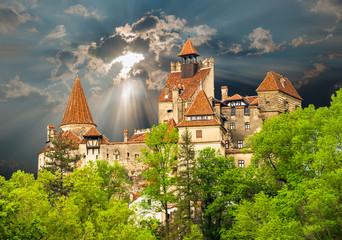 Fotobehang Kasteel Famous medieval castle of Bran in Brasov region, against the cloudy sky before the storm background, in Eastern Europe, Romania