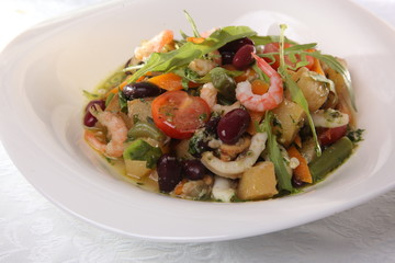 Salad with seafood and vegetables