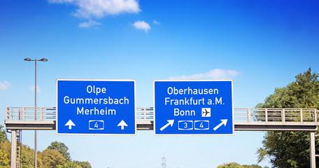 Hinweisschild auf Autobahnzubringer 55a in Köln