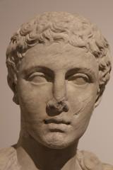 Statue antique dans le musée du Palatin