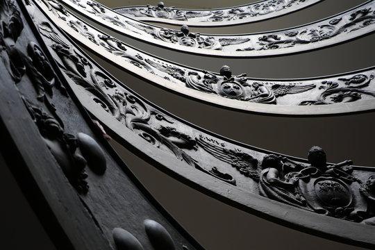 Détail de l'escalier principal des musées du Vatican
