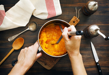 Foto op Canvas Koken Preparing pumpkin puree.