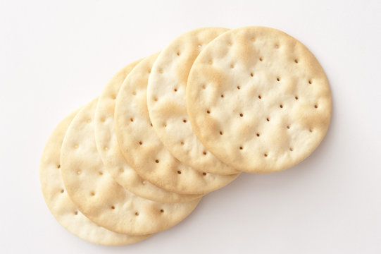 Row of plain crispy water crackers