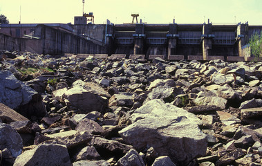 Water dam and dried rocks