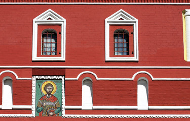 Icon and windows on red wall