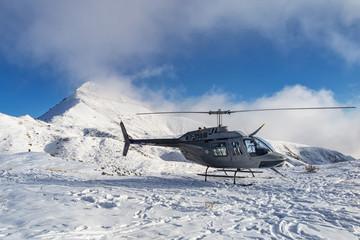 Elicottero nelle alpi