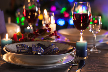 Table settings on the Christmas table