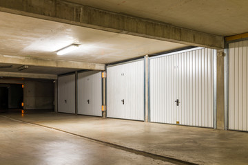 Sous-sol et box, parking, garage