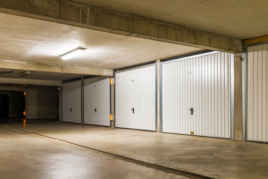 Sous-sol et box, parking, garage