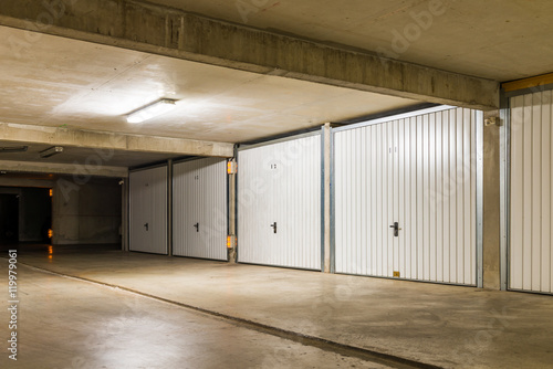 sous sol et box parking garage photo libre de droits sur la banque d 39 images. Black Bedroom Furniture Sets. Home Design Ideas