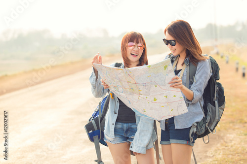 girls friendship hangout traveling holiday map concept photo libre de droits sur la banque d. Black Bedroom Furniture Sets. Home Design Ideas